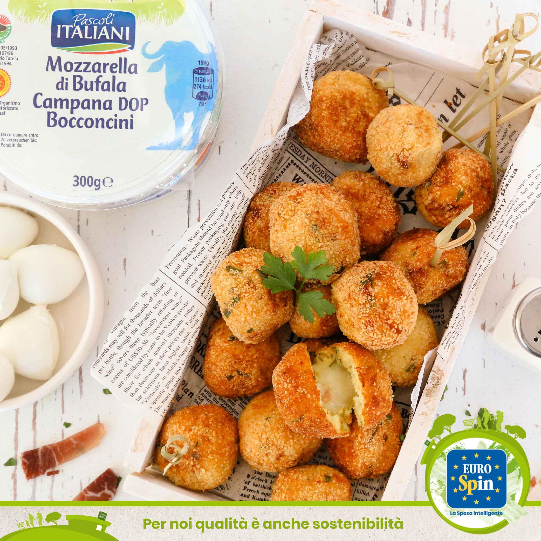 Polpette di patate, speck e prezzemolo con cuore filante di mozzarella