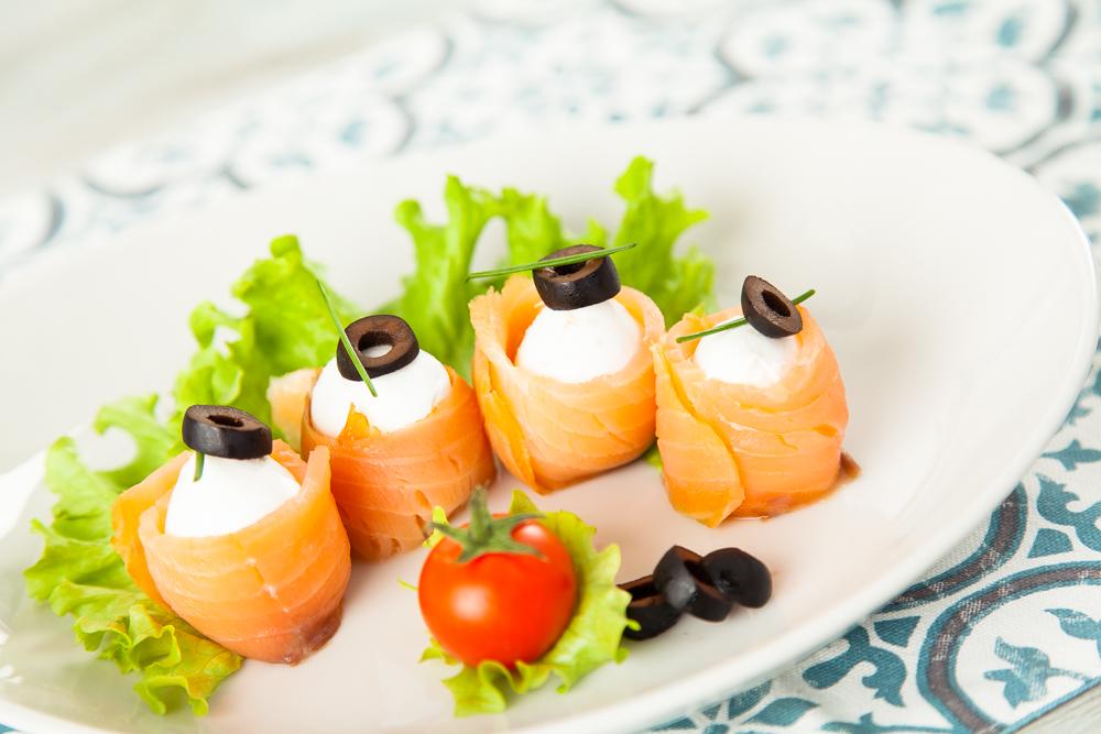 Bocconcini di mozzarella e salmone